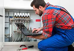 service-tech-commercial-ac-repair-services-maintenance-checks